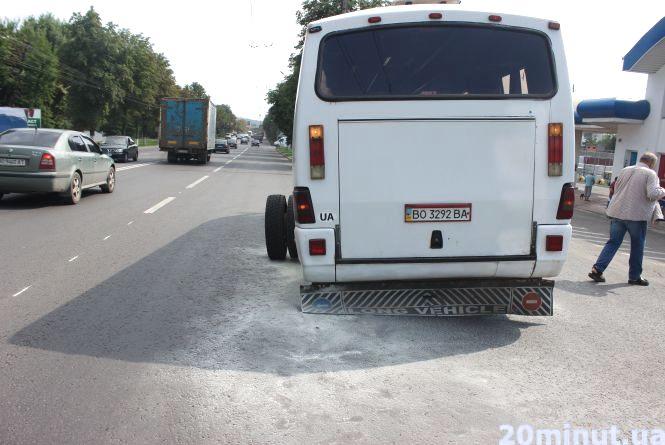 """Біля """"Ватри"""" у маршрутки відлетіли задні колеса (оновлюється)"""