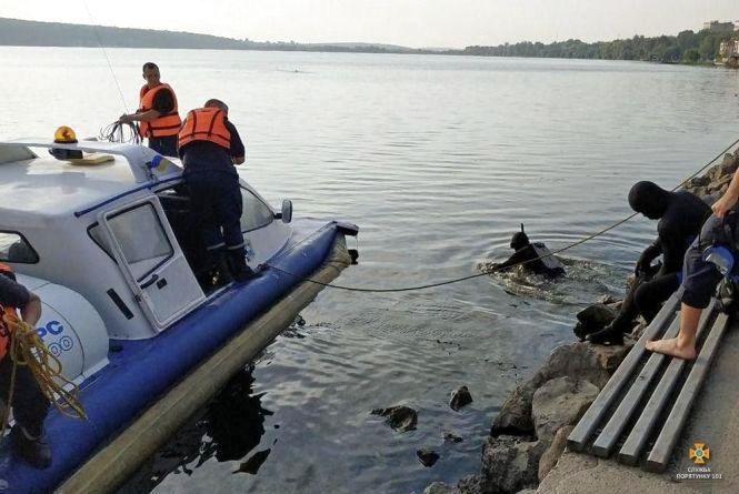 Тільки на офіційних пляжах є рятувальники. Купатись деінде – на свій страх і ризик