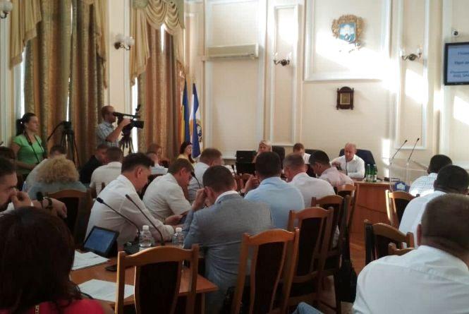 """Міські депутати самі собі заблокували """"роздачу"""" зелених зон"""