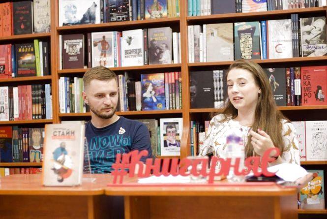 Тернополянка переклала бестселер, де авторка написала про себе від імені своєї коханки