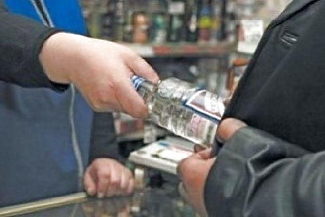 """Продаж алкоголю після 22-ї години виявили на """"Східному"""", в Центрі і на """"Дружбі"""""""