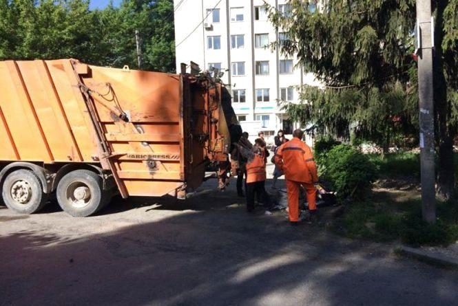 За вивіз сміття в Тернополі найчастіше  боргують… впливові і заможні