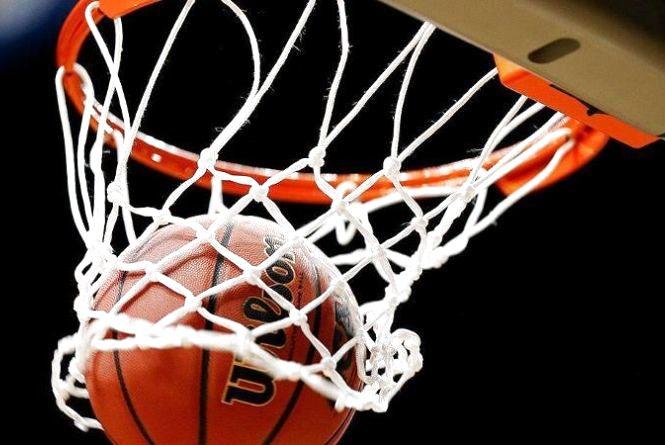 """У """"Топільче"""" зроблять баскетбольний майданчик"""