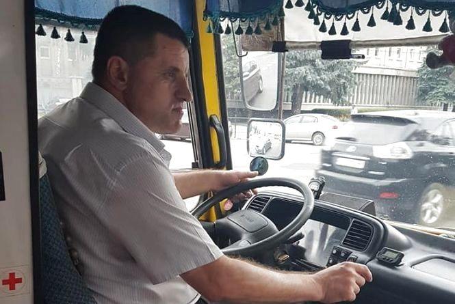 """""""Давай карточку, або вали до Надала, хай тебе на своєму джипі везе"""": водій маршрутки грубіянив пасажирам"""