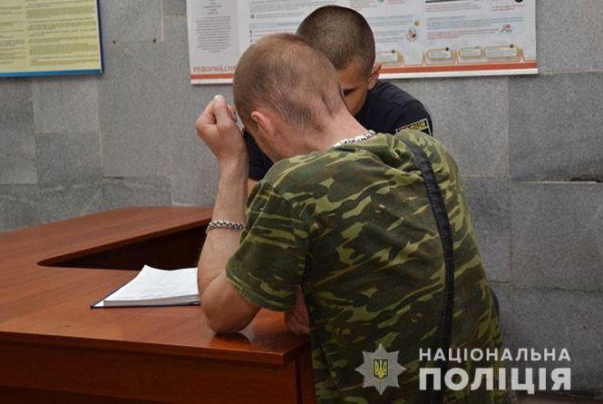 У Тернополі чоловік прострелив руку патрульній