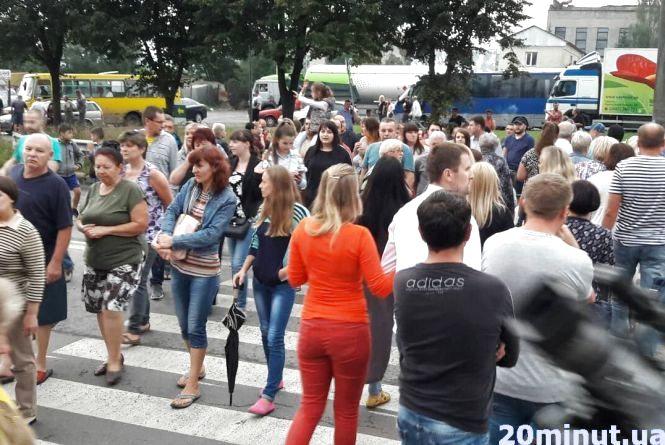 Перекрили дорогу на знак протесту проти котельні на Київській. Такі ж акції обіцяють щодня