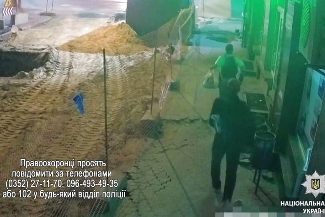 На Чорновола камера зафіксувала двох чоловіків, які пішли на злочин. Є відео