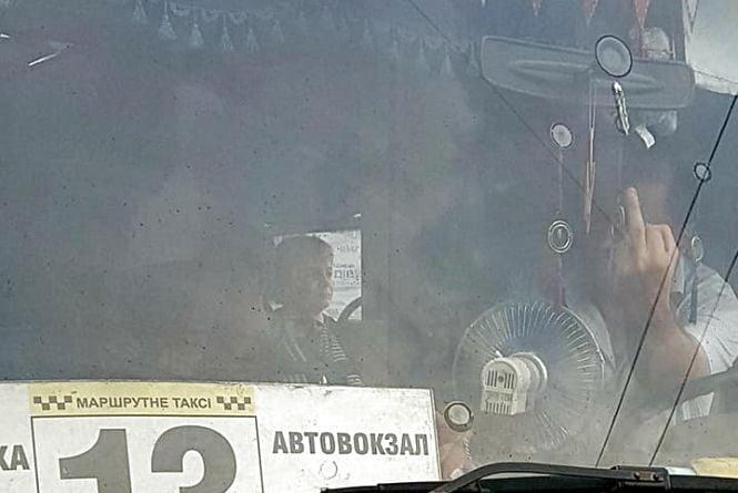 Водія маршрутки №13, який грубіянив пасажирам, перевели на слюсарні роботи