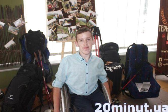 """Гурт """"Фіра"""" зняв кліп про сходження тернополянина на Говерлу на інвалідному візку"""