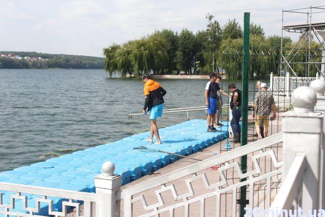 Фото дня: Набережну облаштовують до чемпіонату з водно-моторного спорту