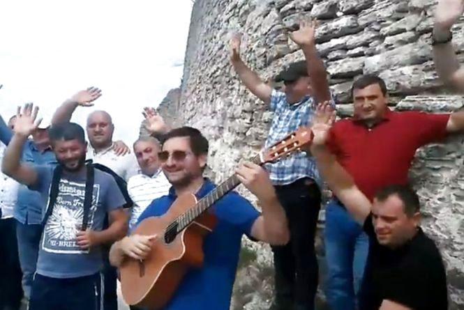"""На Замковій горі у Кременці звучала """"Суліко"""" українською (відео)"""
