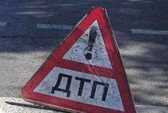 Водій AUDI збив на «зебрі» жінку. Її госпіталізували в лікарню