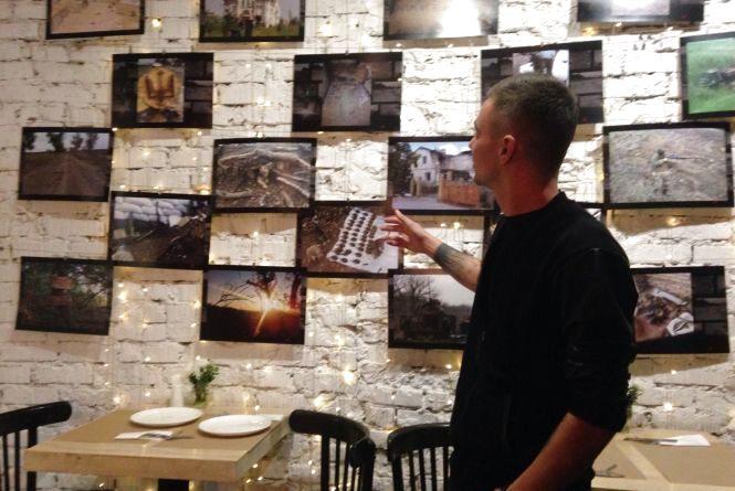 Кава в окопах та тризуб з гільз: у Тернополі відкрили виставку фотографій з війни
