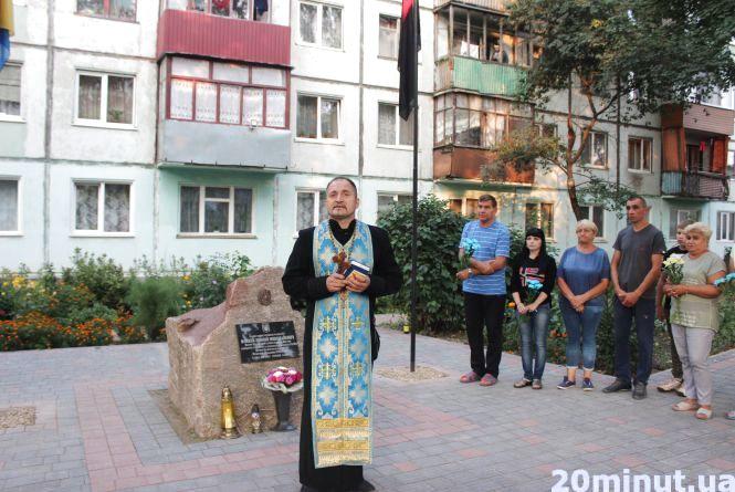У сквері пам'яті бійців АТО на Львівській молилися за Зіновія Флекея