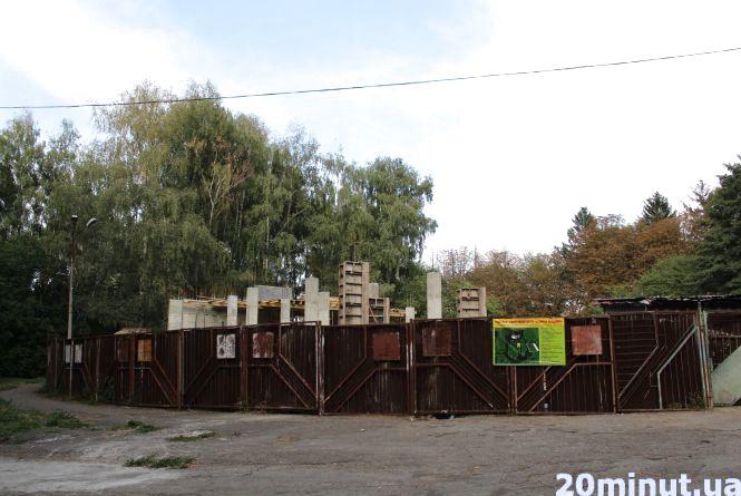 Фото дня : У парку Нацвідродження будують, незважаючи на протести активістів