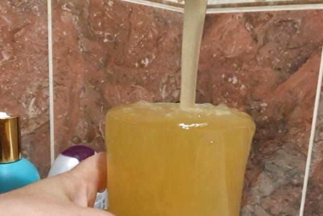 В тернополян з кранів текла «кава». У водоканалі кажуть – відхилень не виявили
