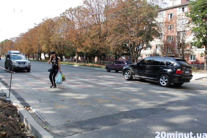 """Чому на Злуки встановили підвищений пішохідний перехід, а не """"лежачий поліцейський"""""""