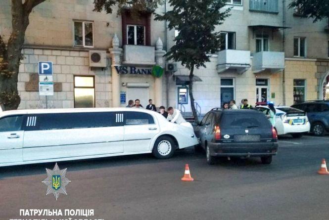 ДТП в Центрі: водій лімузина в'їхав у Peugeot