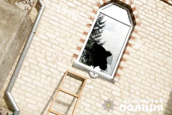 На Тернопільщині чоловік розбив вікно і обікрав церкву