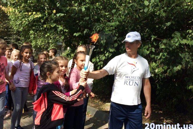 70 маленьких тернополян пробігли естафету миру