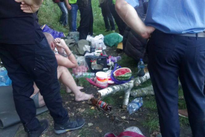 У Тернополі на ставі спіймала браконьєрів із сітками та наркотиками