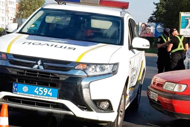 """Біля """"Берегині"""" поліцейське авто потрапило в ДТП. На дорозі затори"""