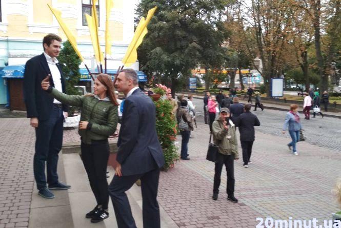 Відео дня: Віталій Кличко сфотографувався з тернопільськими активістами