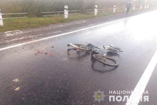 На Тернопільщині легківка збила велосипедиста, а вантажівка переїхала