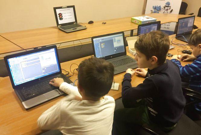 Шукають волонтерів-викладачів, які б навчали дітей програмуванню