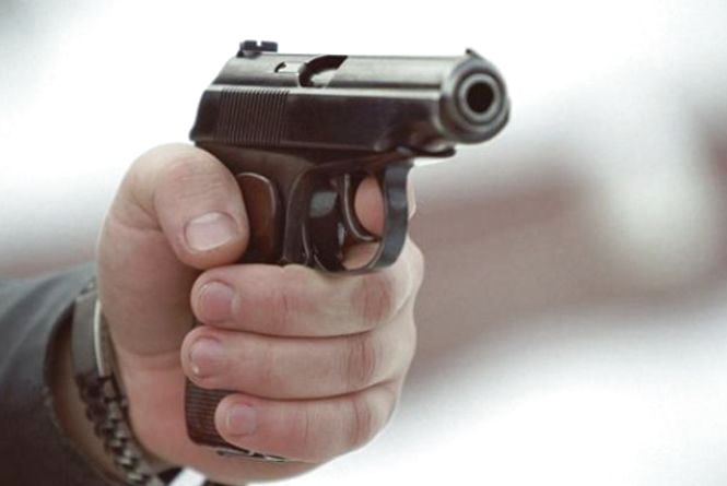 У Тернополі конфлікт на дорозі: водій вийняв пістолет, приїхала поліція