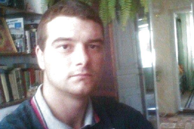 Лікарі та рідні борються за життя 23-річного Володимира, який повернувся з Польщі зі страшною хворобою