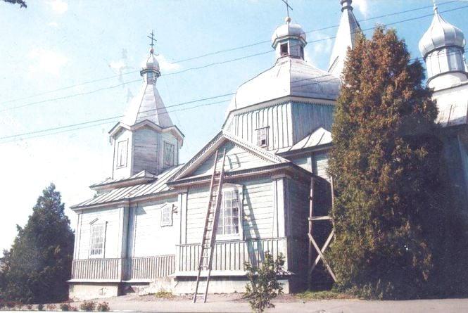 Відпочивальники пекли шашлики на балках старовинної церкви. На Збаражчині збирають кошти на відновлення храму