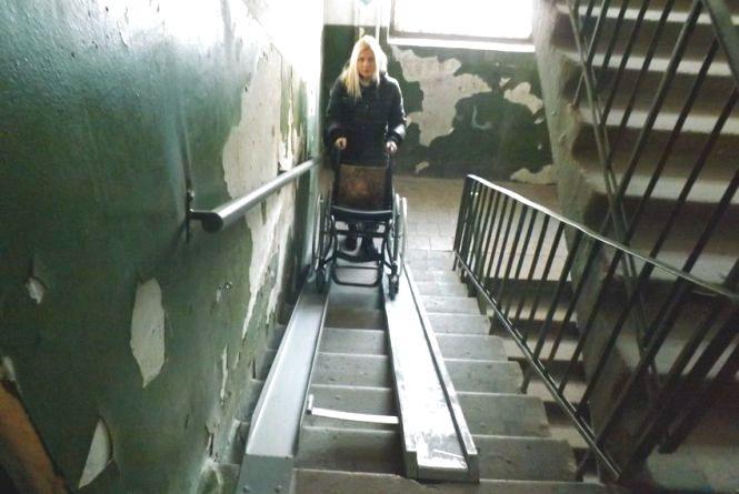 Депутат просить встановити пандуси в під'їздах для людей на інвалідних візках
