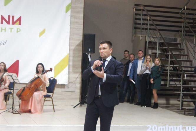 Павло Клімкін  у Тернополі назвав плюси і мінуси трудової міграції українців