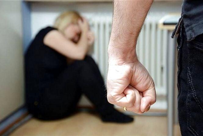 На Тернопільщині п'яний чоловік побив до смерті свою дружину