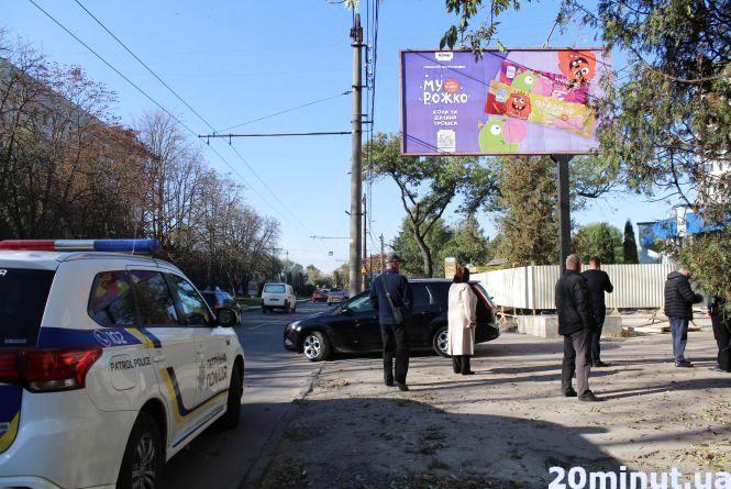 На Крушельницької невідомі забудовники за дві ночі заклали фундамент. Жителі протестують проти будівництва