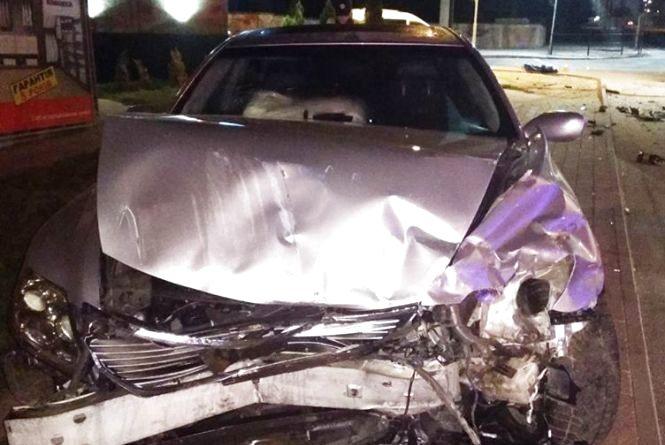 Нічна аварія у Тернополі:  Lexus зіткнувся із Chevrolet. Автомобілі розтрощені, люди у лікарні