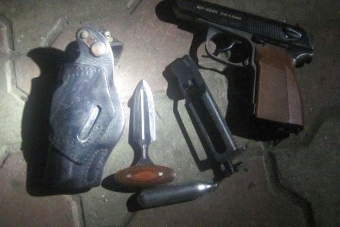 У тернополянина на кордоні вилучили зброю