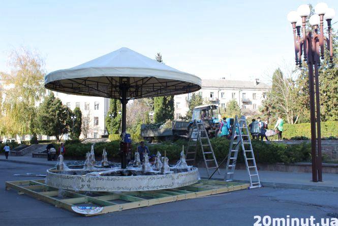 У Тернополі почали готуватися до зимових свят вже у жовтні
