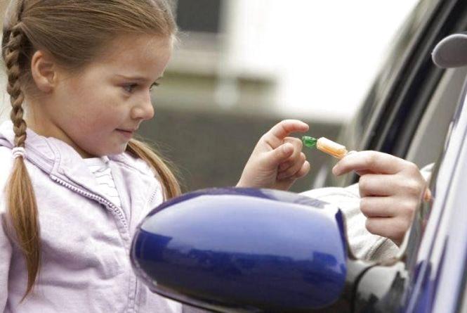 У Тернополі намагались заманити дівчинку до авто