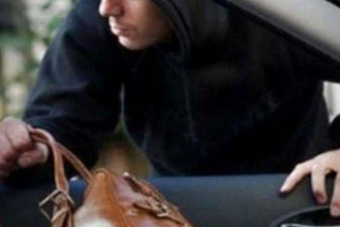 З машин тернополян крадуть гроші, золото, жіночі сумочки і навіть відеореєстратори