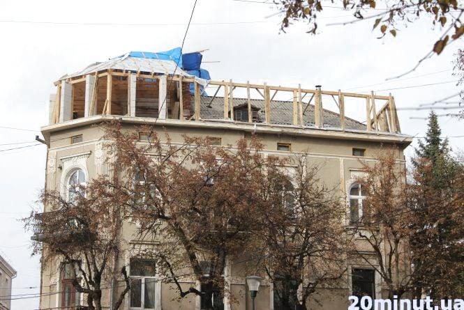 """Хто будує """"голуб'ятники"""" на пам'ятках архітектури у Центрі Тернополя"""
