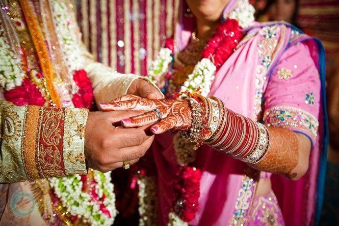 Історії тернополянок: де жінкам купують по три сукні на весілля та всипають золотом