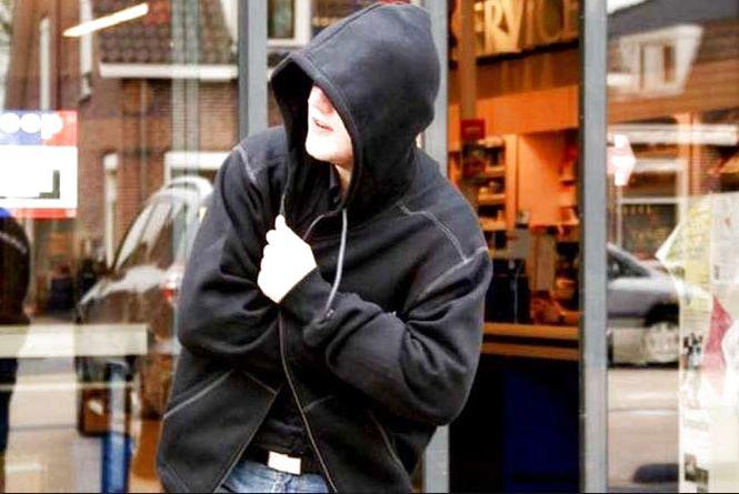 Шопінг без грошей для 18-річного хлопця завершився криміналом