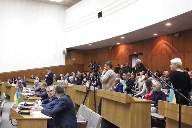 На сесії облради активісти  вимагали звільнити бездіяльних у розслідуванні вбивства Каті Гандзюк
