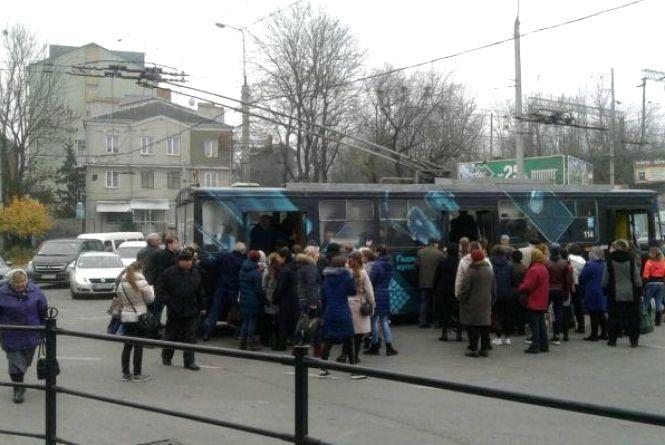 """""""Тернопіль без маршруток чудовий"""". На саботаж перевізників соцмережі відреагували жартами і флешмобами"""