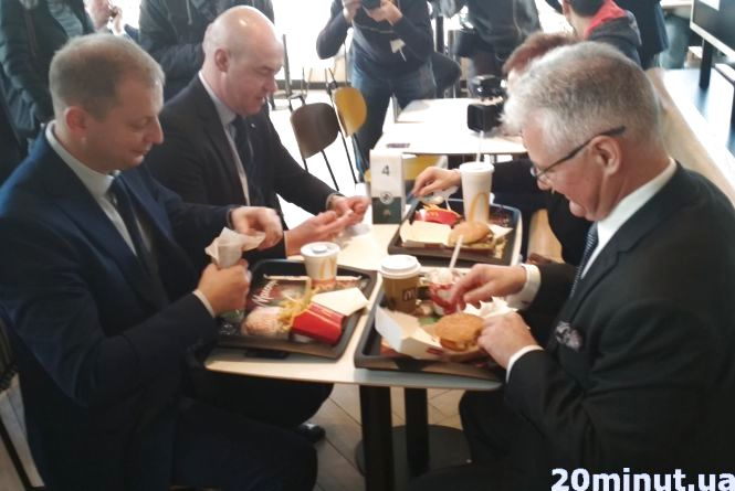 Посол США, Гендиректор та інші VIP-гості. У Тернополі офіційно відкрили McDonald's
