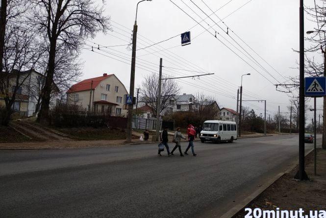 """На Тролейбусній та Бережанській немає """"зебри"""". Пішоходи нарікають на """"шумахерів"""""""