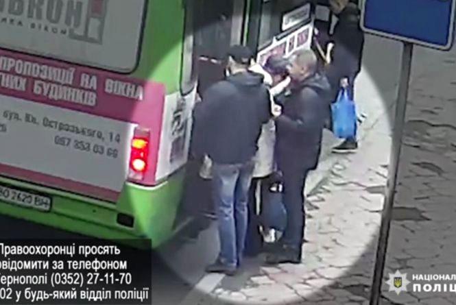 """У маршрутці обікрали тернополянку: камера """"спіймала"""" злочинців"""