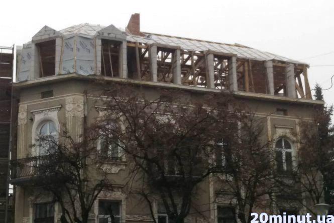 """""""Голуб'ятник"""" у центрі росте. Замовника будівництва досі не встановили"""
